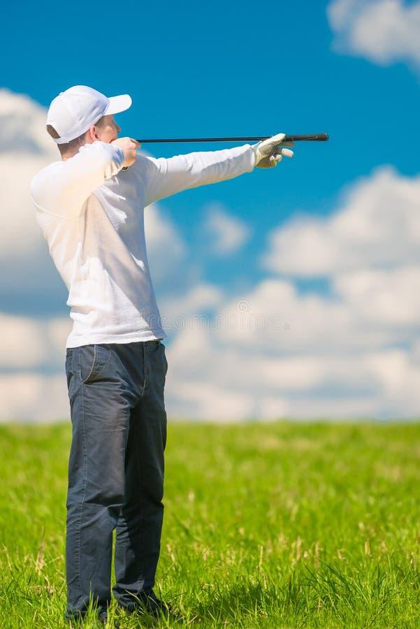 Golfeur dans le chapeau avec le club de golf image stock