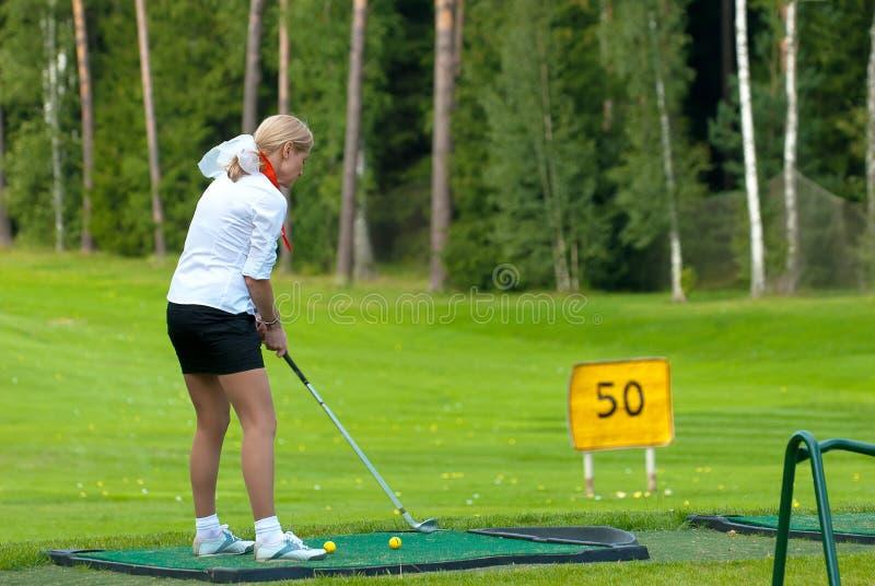 Golfeur Sur Le Feeld De Golf Photo stock éditorial