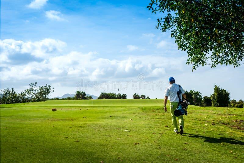 Golfeur sur le terrain de golf dans T?n?rife photo libre de droits