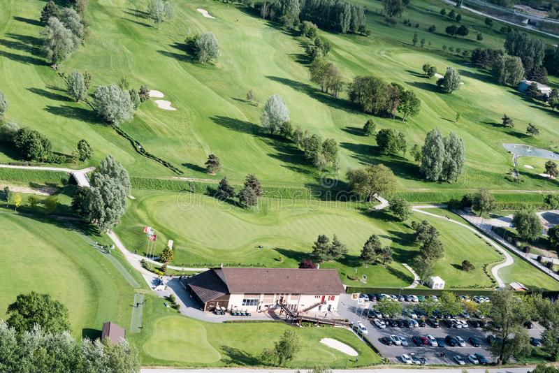 Golffält i Schweiz royaltyfri fotografi