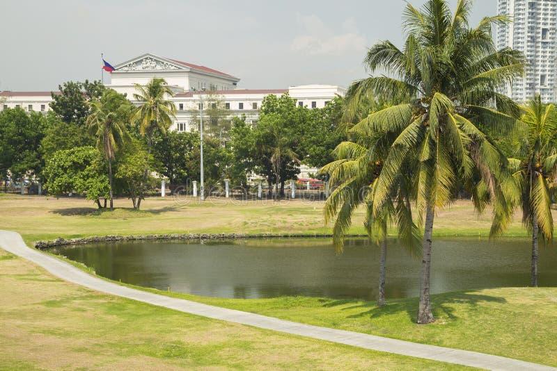 Golfgebied met vijver dichtbij Intramuros, Manilla, Filippijnen stock afbeelding
