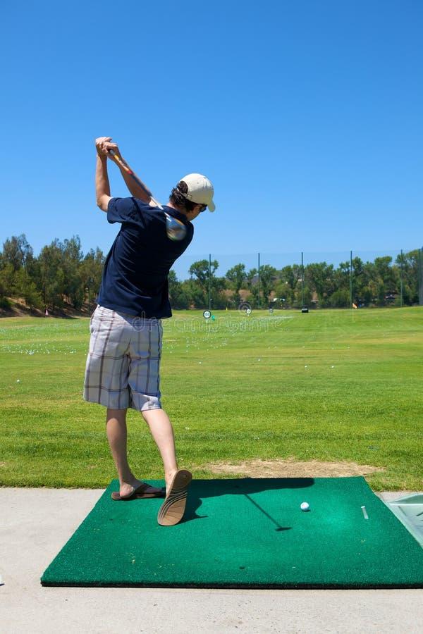 golfing человек стоковые изображения rf
