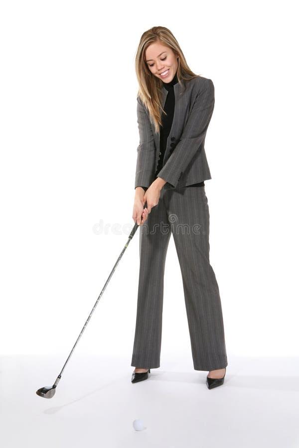 Golfing da mulher de negócio imagem de stock royalty free