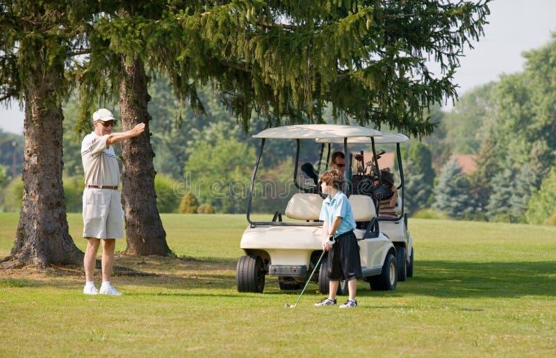 Golfing della famiglia fotografie stock
