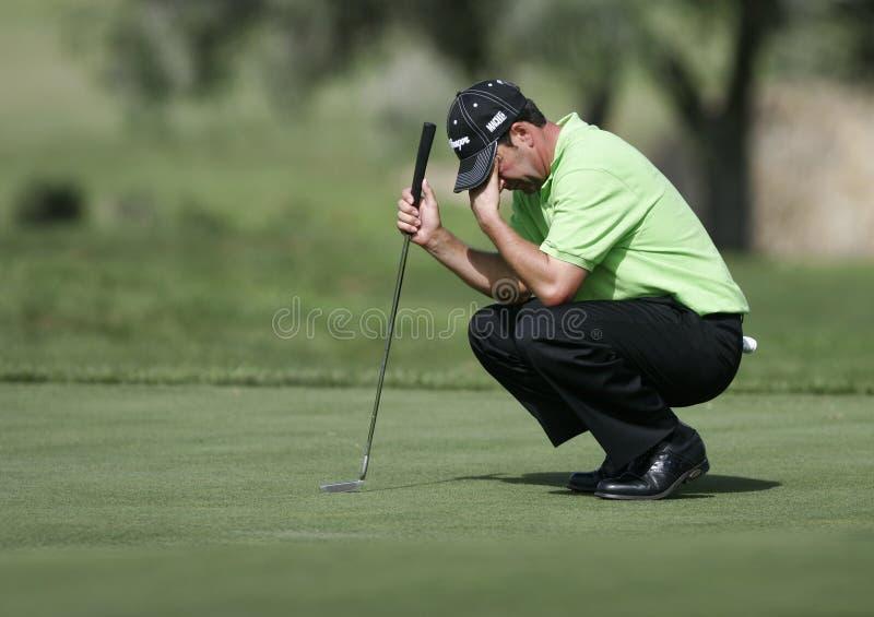 Golfista español Jose Maria Olazabal que gesticula en verde fotografía de archivo libre de regalías