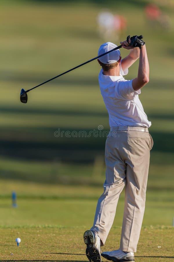 Golfista praktyki huśtawki T pudełka Młodzieżowa piłka obrazy stock