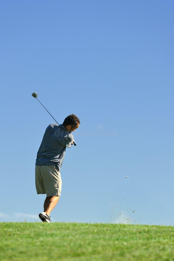 Golfista y bola imagen de archivo libre de regalías