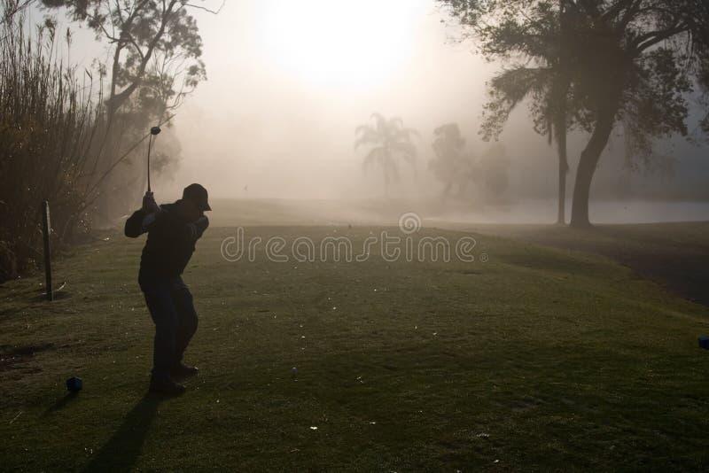 Golfistas de la mañana imagen de archivo