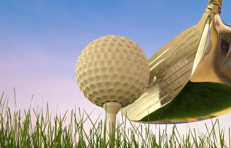 Golfklubb med golfboll på utslagsplats arkivbilder