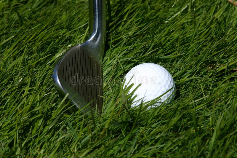 Golfklubben Och Klumpa Ihop Sig Arkivbilder