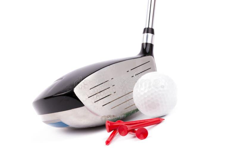 Golfklubben och klumpa ihop sig och utslagsplatser på vitbakgrund arkivfoton