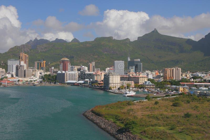 Golfo, costa, cidade e montanhas Port Louis, Maurícia imagem de stock
