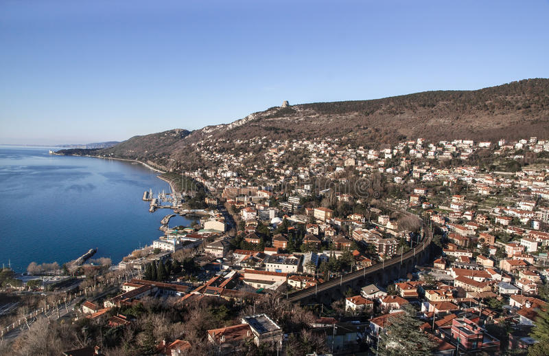 Golfo de Trieste y del castillo de Miramare fotografía de archivo