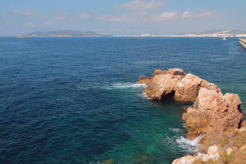 Golfo e rocha do mar Ibiza, Spain foto de stock royalty free