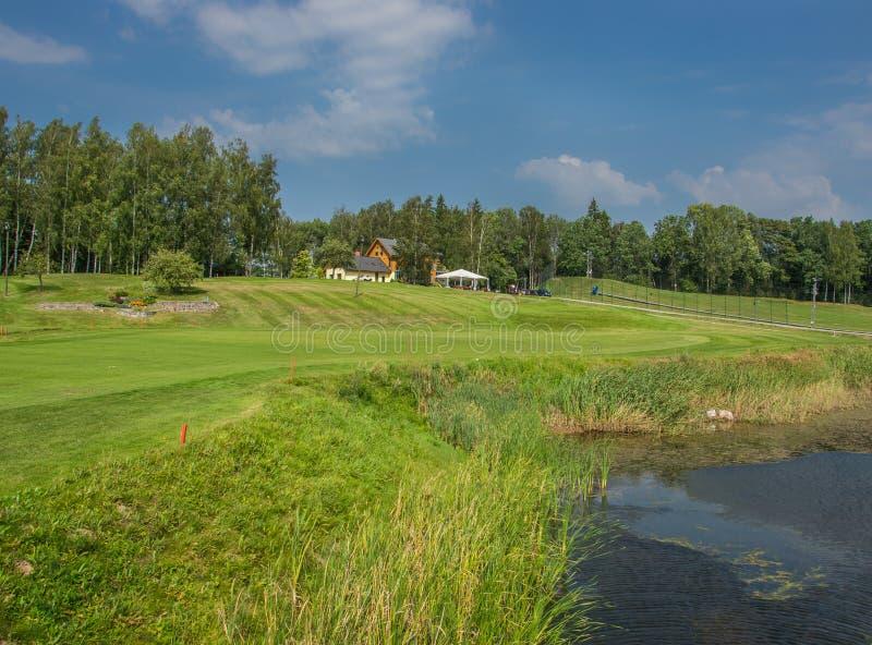 Golfpl?tze in Sigulda, Lettland Landschaft mit Golfpl?tzen stockfotografie