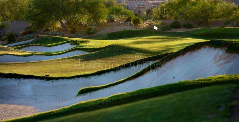 Golfplatz in der Arizona-Wüste lizenzfreie stockfotos