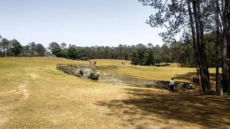 Golfplatz in Ranikhet, Uttarakhand lizenzfreie stockbilder