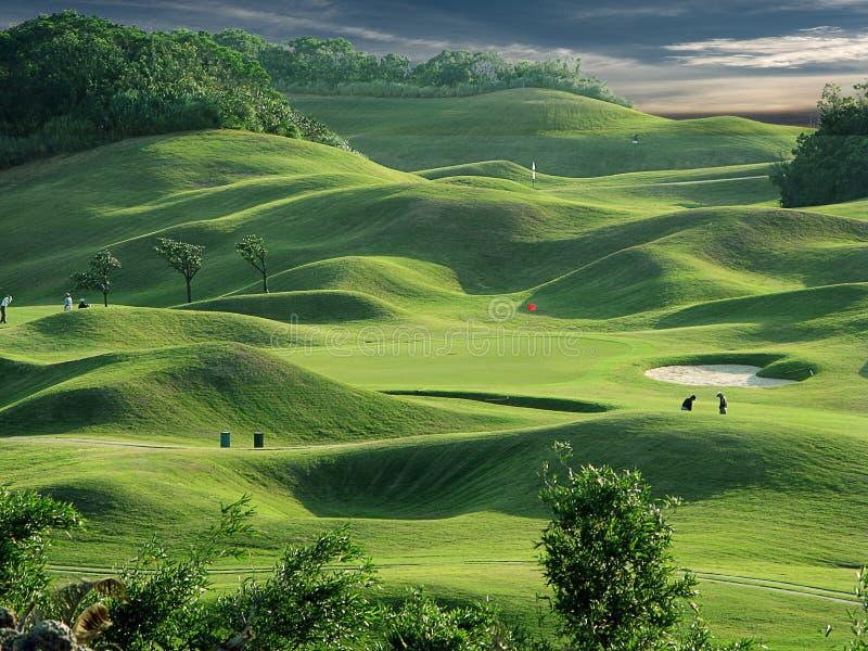 Golfplatz und -sonnenuntergang stockbilder