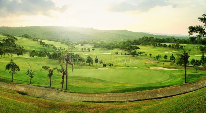 Golfplatzpanorama lizenzfreies stockbild
