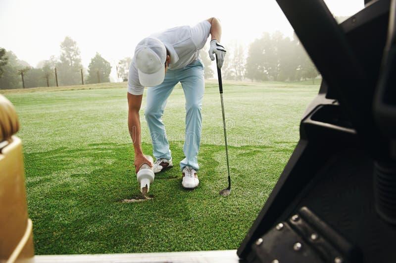 Golfreparatur Divot stockbilder