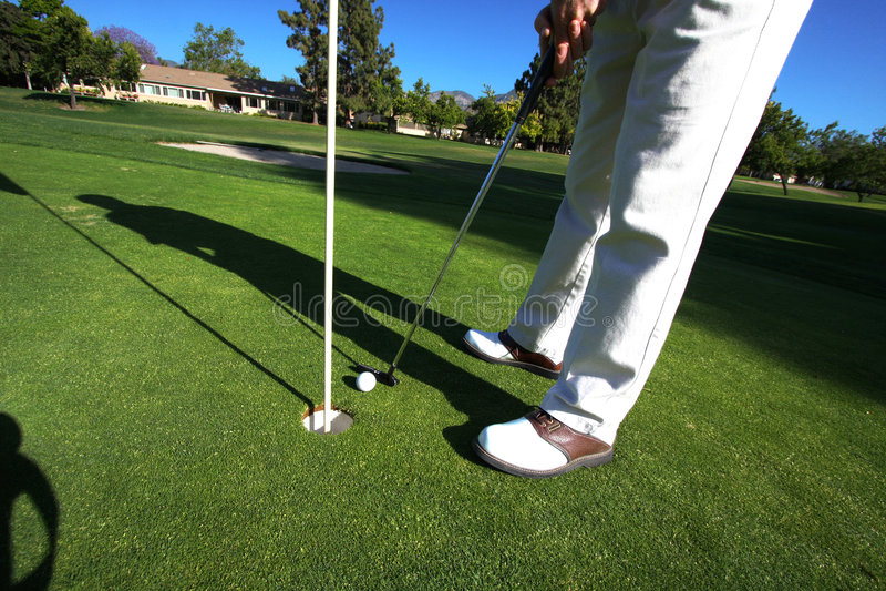 Golfspeler bij Groen Zetten royalty-vrije stock foto's