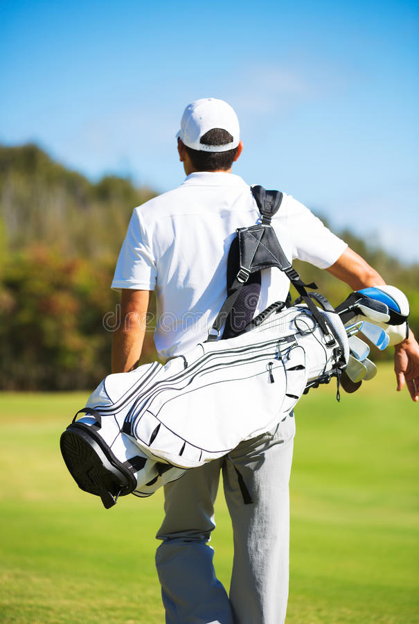 Golfspeler die met Zak lopen stock afbeeldingen