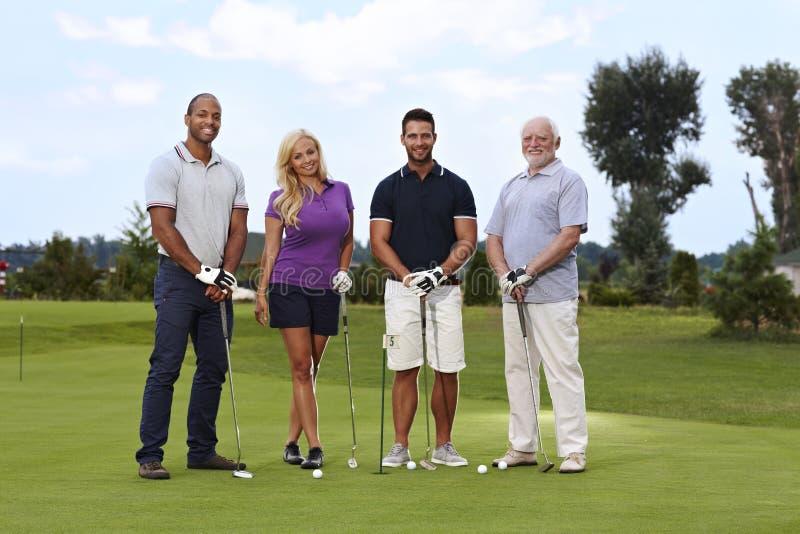 Golfspelers op green stock afbeelding