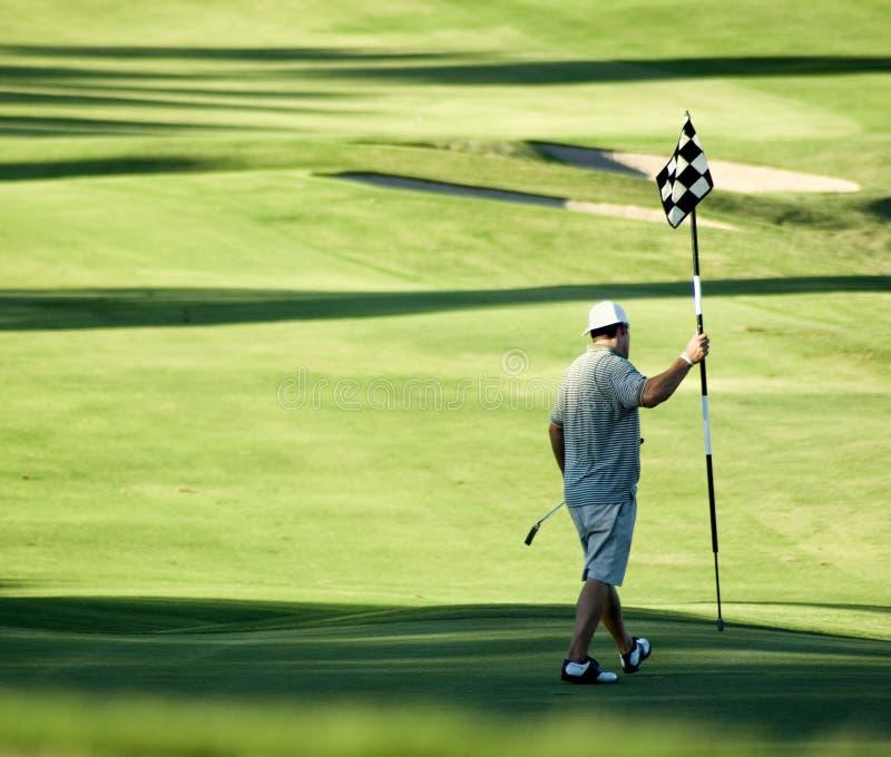 Golfspieler auf 18. Loch stockfotos