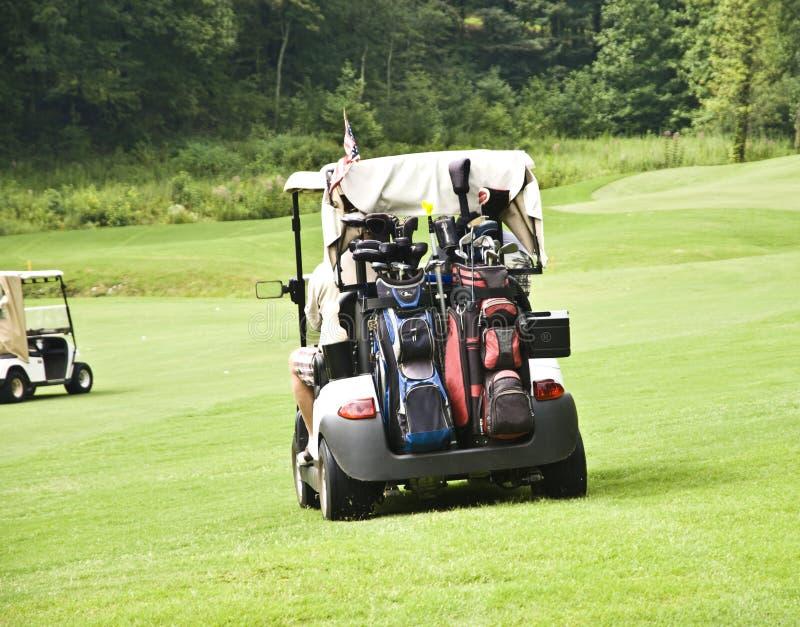 Golfspieler in den Wagen stockfotos