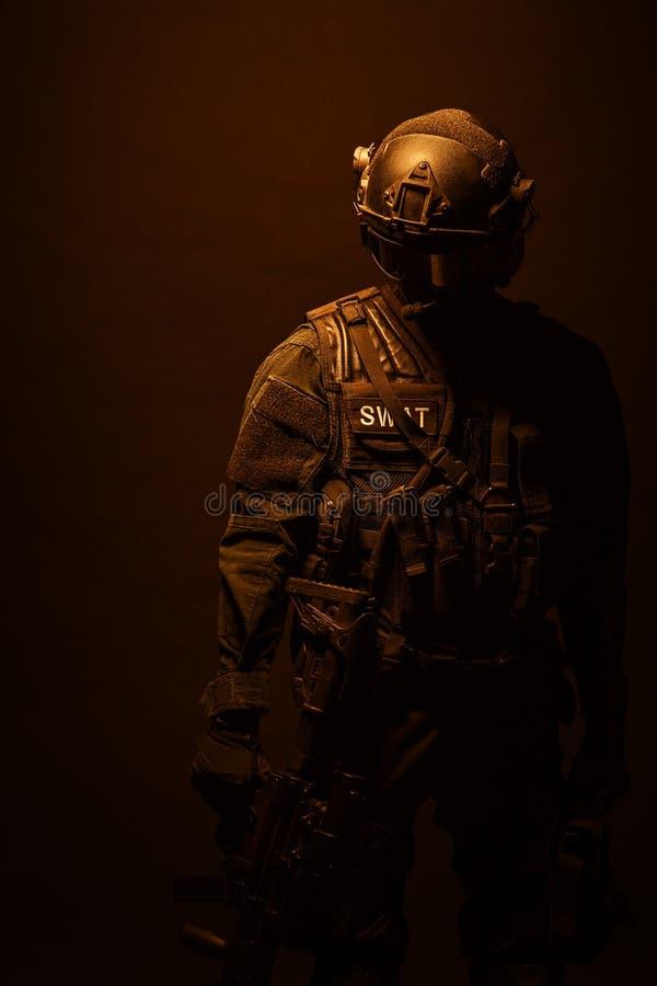 GOLPE do agente da polícia dos ops das especs. fotografia de stock royalty free