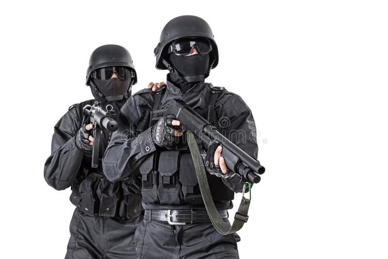 GOLPE VIOLENTO de los oficiales de los ops de espec. foto de archivo libre de regalías