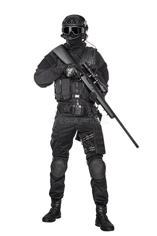 GOLPE VIOLENTO del oficial de policía imagen de archivo libre de regalías