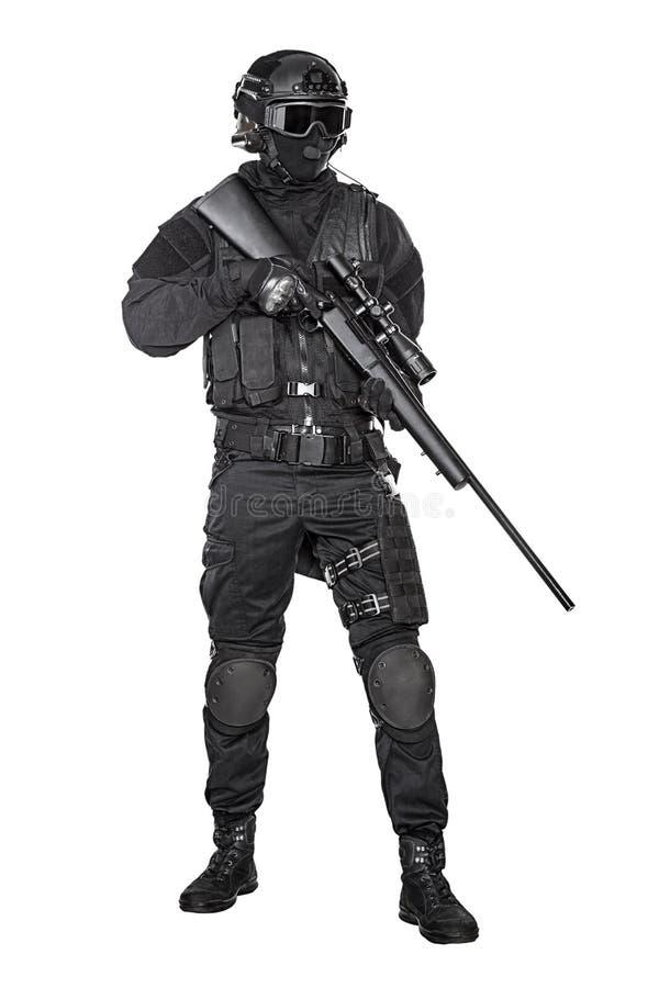 GOLPE VIOLENTO del oficial de policía foto de archivo