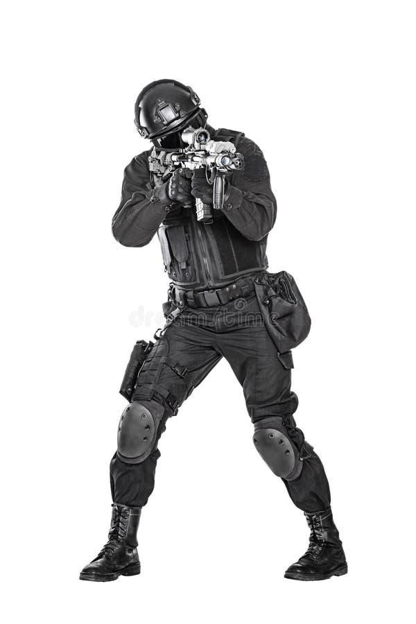 GOLPE VIOLENTO del oficial de policía fotografía de archivo