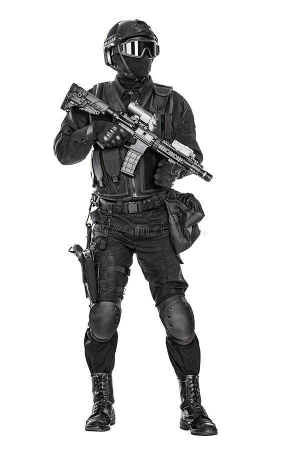 GOLPE VIOLENTO del oficial de policía imagenes de archivo