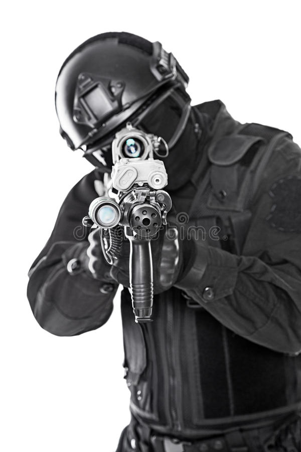 GOLPE VIOLENTO del oficial de policía imagen de archivo