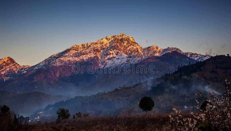 Golpe violento Paquistán del pico de Ilam imagen de archivo