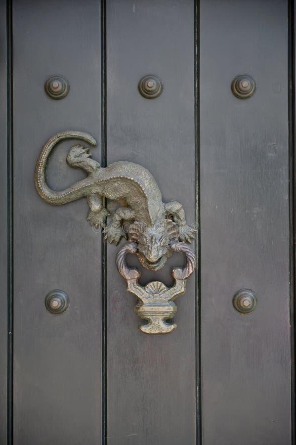 Golpeador de puerta imagenes de archivo