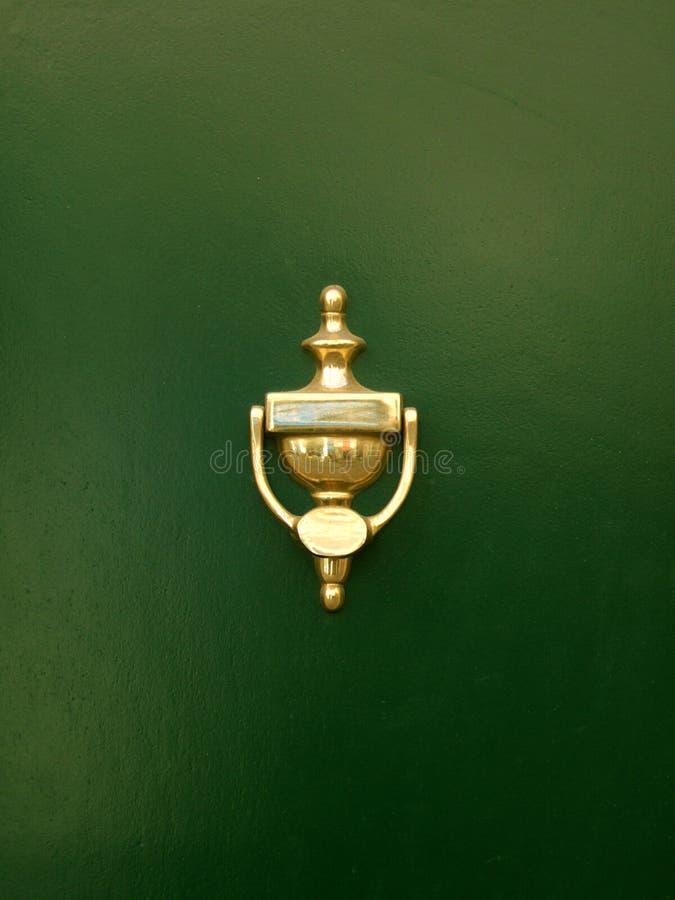 Golpeador de puerta de oro fotos de archivo libres de regalías