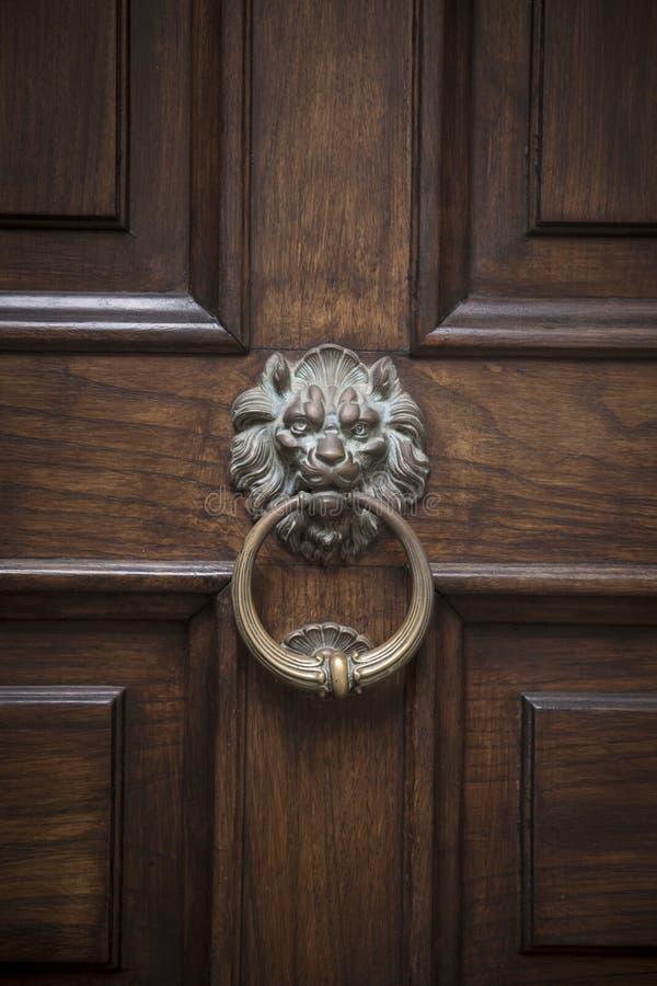 Golpeador de puerta ornamental imagen de archivo