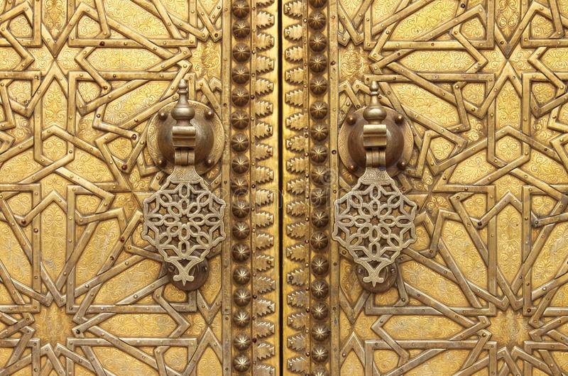 Golpeadores de puerta de oro imágenes de archivo libres de regalías