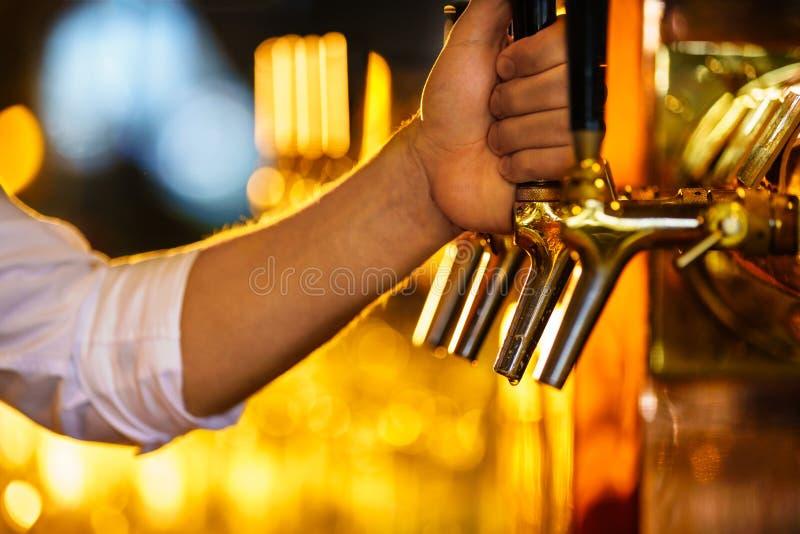 Golpecito de la cerveza fotografía de archivo libre de regalías