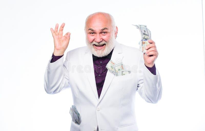 Golpee el bote ?xito de asunto riqueza Jubilaci?n Ganador de loter?a feliz el hombre maduro rico tiene porciones de dinero maduro fotografía de archivo