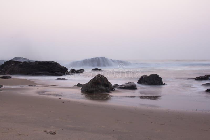 Download Golven Bij De Blootstelling Stock Foto - Afbeelding bestaande uit kust, saldo: 54087650