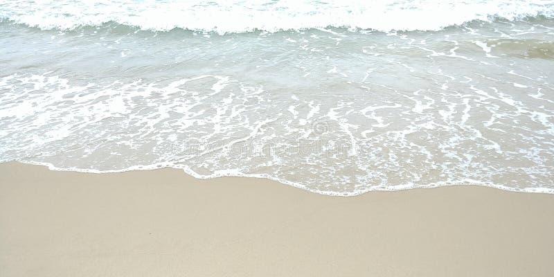 Golven bij het strand stock fotografie