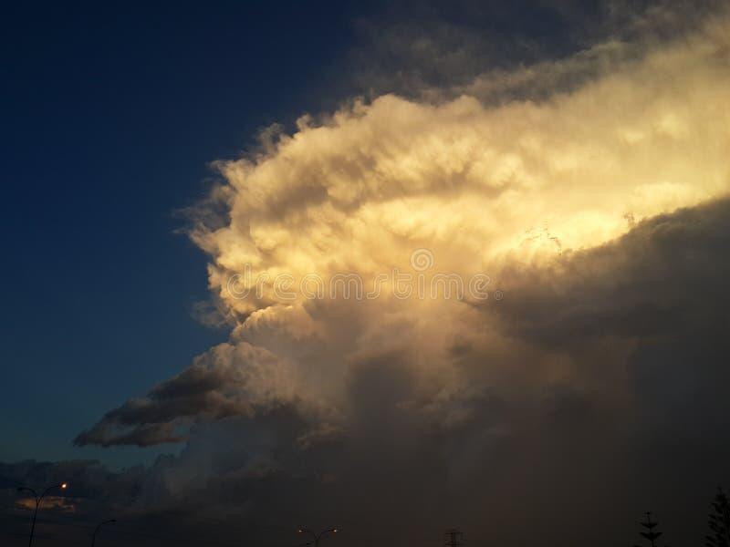 Golven in de wolken stock afbeeldingen