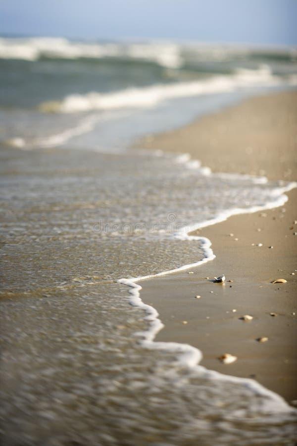 Golven die op kust komen. royalty-vrije stock fotografie