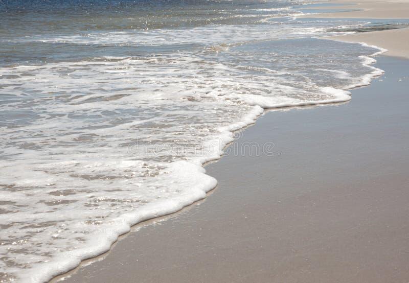 Golven en schuim op kust royalty-vrije stock foto's