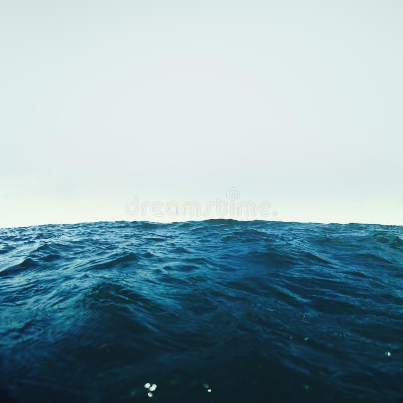 Golven in oceaan royalty-vrije stock foto's
