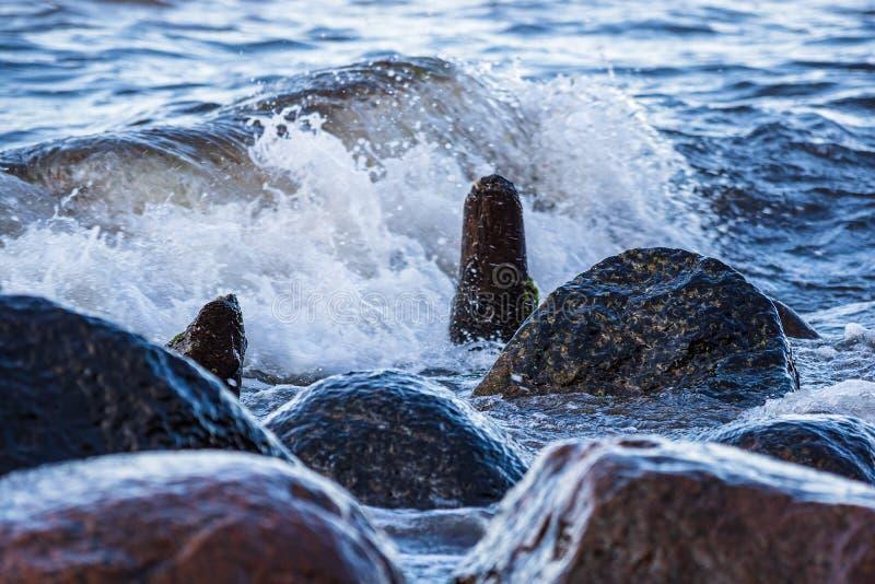 Golven op de Oostzeekust in Heiligendamm, Duitsland royalty-vrije stock foto